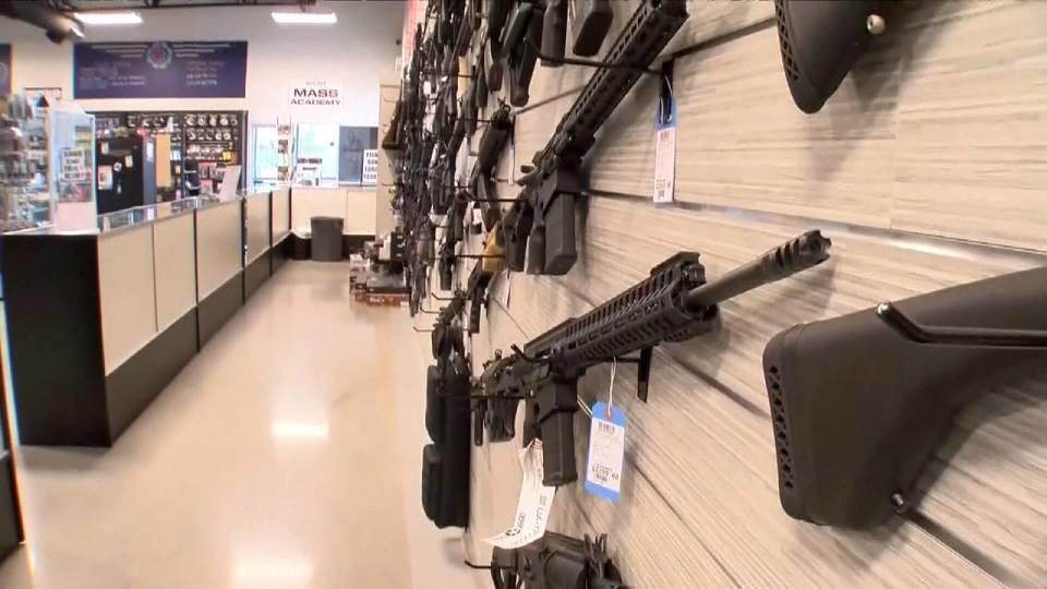 銃規制の議論が再燃 トランプ氏も連日会合 / Trump proposes  gun training teachers
