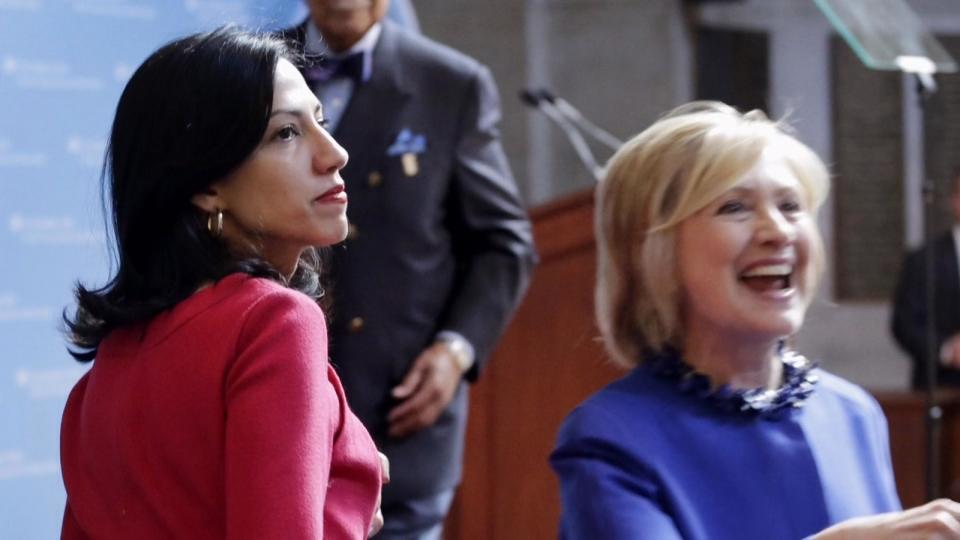 クリントン氏側近が夫と別居 度重なるスキャンダルで
