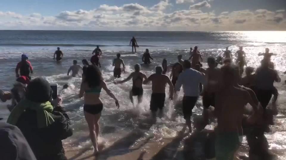 大寒波の東海岸で寒中水泳