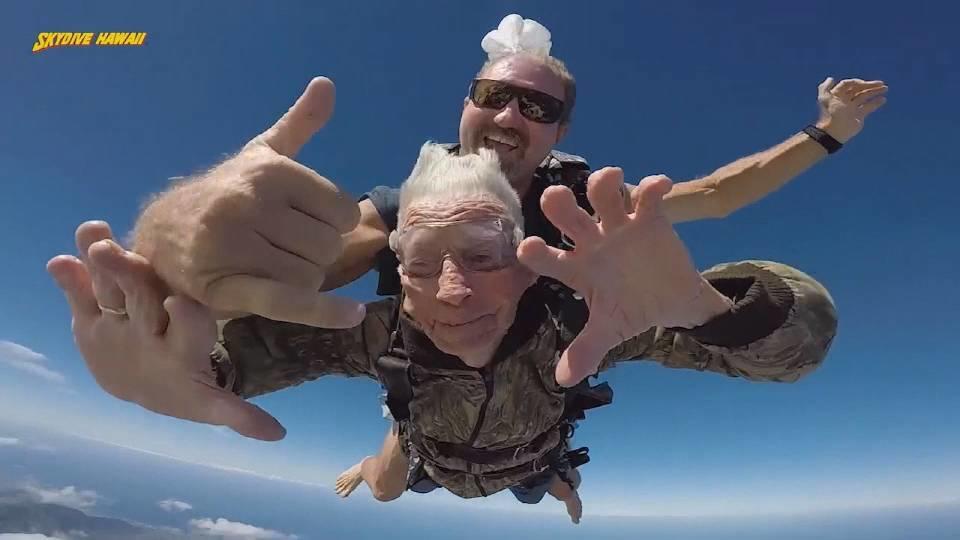 100歳の記念にスカイダイビング!