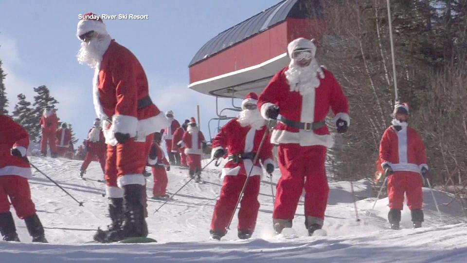 200人のサンタがスキー場に集結