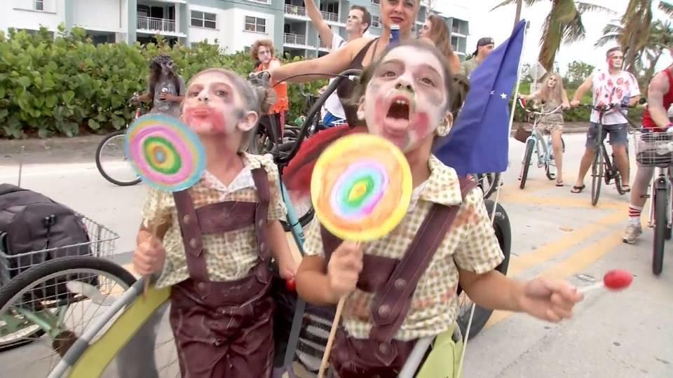 ハロウィーン前に「ゾンビ」パレード