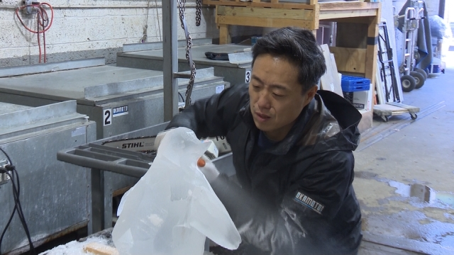 NYで活躍する氷の彫刻家・岡本慎太郎さん / Okamoto Studio: Ice carving in NYC!