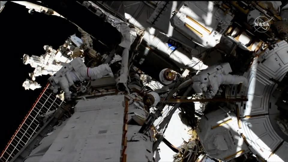 史上初 ISSで女性だけの船外活動実施